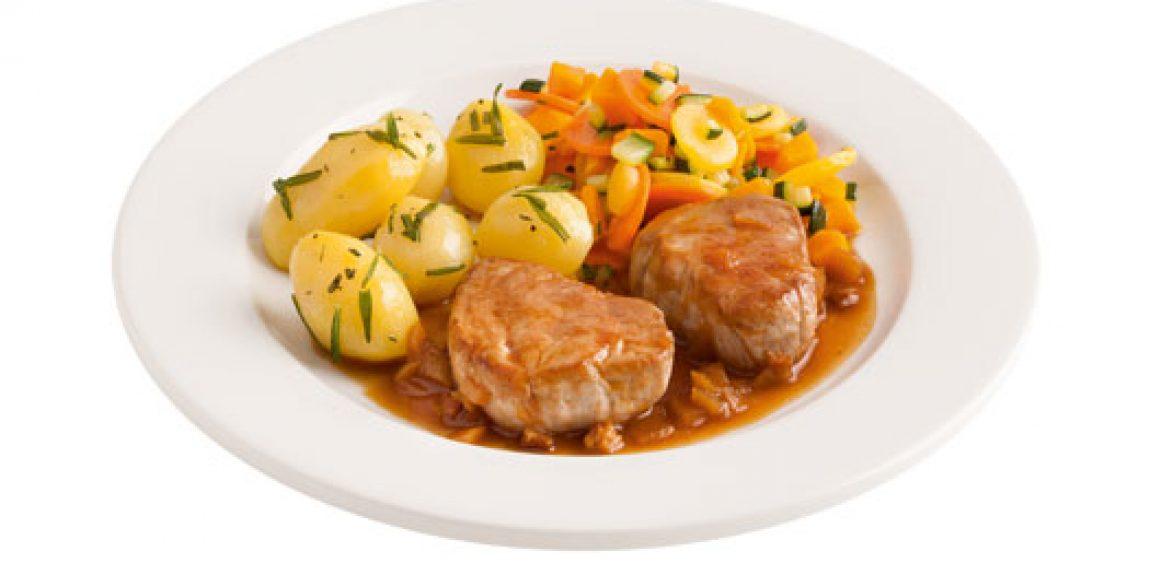 Schweinsmedaillons mit Rosmarinkartoffeln und Gemüse
