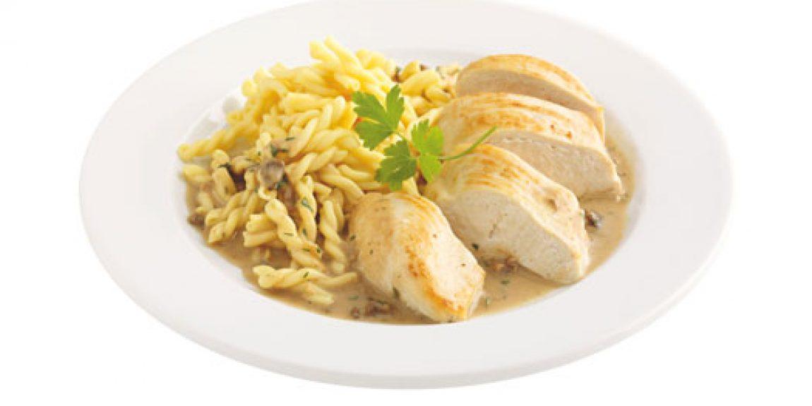 Hühnerbrust in Steinpilzrahmsauce mit Nudeln